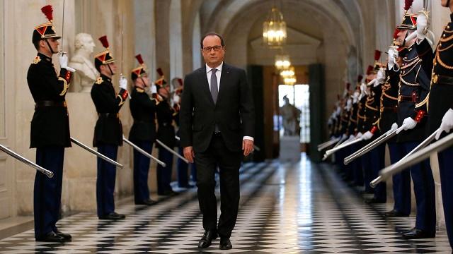 François Hollande arrive à Versailles où il va s'adresser au Parlement réuni en cCongrès le 16 novembre 2015